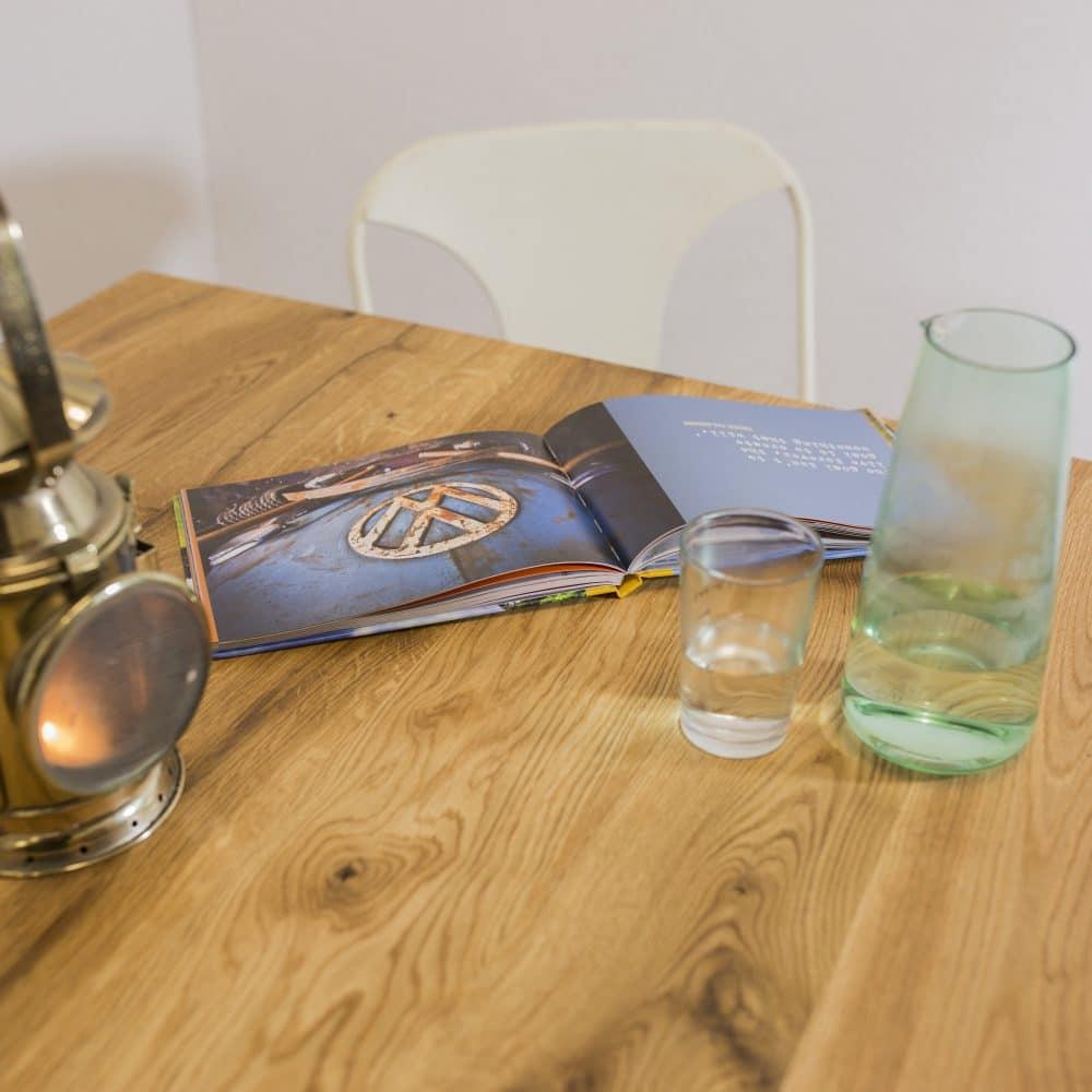 Eettafel met een U-onderstel