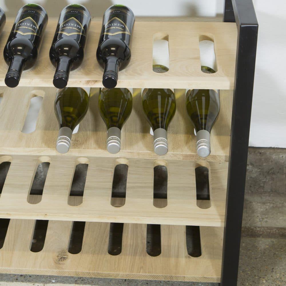 Industriële wijnkast